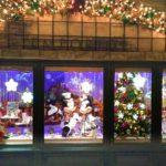 クリスマスディズプレイのミッキーとミニー