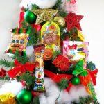 お菓子を飾り付けしたツリー